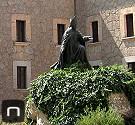 Statue von Bischof Campins